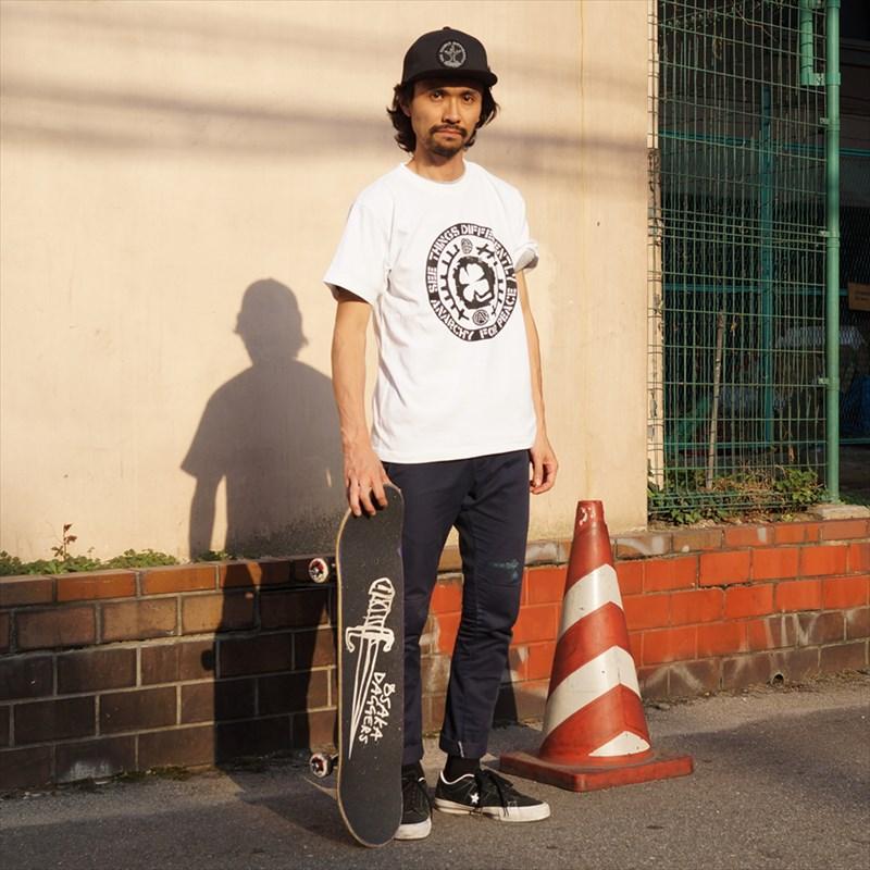 [ACT x AFP]のショートスリーブTシャツ、【D.R.M.四つ葉Tシャツ】 ジュンペイモデルカット