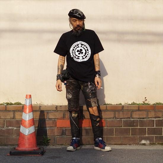 [ACT x AFP]のショートスリーブTシャツ、【D.R.M.四つ葉Tシャツ】 シガちゃんモデルカット